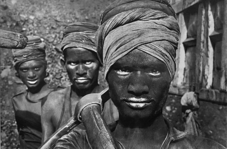 WORKERS: AN ARCHAEOLOGY OF THE INDUSTRIAL AGE. Sebastiao Salgado.
