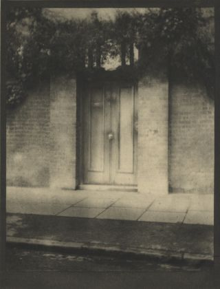 THE DOOR IN THE WALL.; Illustrated with Photogravures from Photographs by Alvin Langdon Coburn.